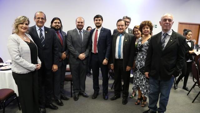 Participantes do Curso Político-Parlamentar se reúnem com parlamentares